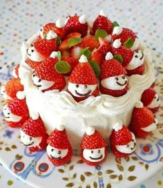How to DIY Adorable Strawberry Santa Cake. This Strawberry Santa Cake will look amazing on your Table this Christmas and it couldn't be easier to make! Christmas Cake Decorations, Christmas Sweets, Holiday Cakes, Christmas Cooking, Noel Christmas, Christmas Goodies, Holiday Treats, Holiday Recipes, Christmas Cakes
