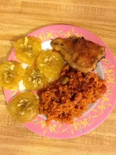 Yellow rice with ham, pinto beans and green olives. Chicken thigh oven and green plantains with garlic. Yellow Rice, Puerto Rican Recipes, Pinto Beans, Chicken Thighs, Olives, Ham, Garlic, Spanish, Homemade