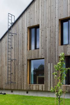 House Savukvartsi in Southern Finland. A log house with spruce cladding. Wooden Cladding Exterior, House Cladding, Wooden Facade, Wood Cladding, Wall Exterior, Wood Siding, Exterior Design, Residential Architecture, Log Homes