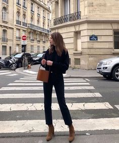 Brown boots and purse, black outfit Parisian Style Fashion, Parisian Chic, French Fashion, Look Fashion, Parisian Street Style, Classy Fashion, Mode Outfits, Fashion Outfits, Womens Fashion
