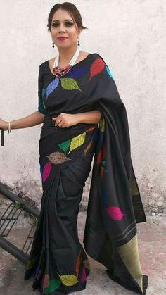Pinterest@SnehaNair😎 Saree Painting Designs, Fabric Paint Designs, Hand Embroidery Dress, Embroidery Saree, Trendy Sarees, Fancy Sarees, Fabric Colour Painting, Plain Kurti Designs, Cutwork Saree