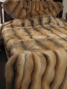 Bob Meir's Golden Island Fox Furs Big Knit Blanket, Fur Blanket, Warm Blankets, Knitted Blankets, Homemade Blankets, Fur Bedding, Comforter, Fox Fur Coat, Fur Coats