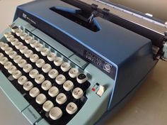 Smith Corona Galaxy 12 manual typewriter two tone blue. Vintage from the in great working condition. Very nice two tone color, turquoise and blue. Some vintage wear, minor scuffs and scratches. Retro Typewriter, Typewriters, Vintage Wear, Blue, Etsy, Corona, Typewriter, Retro Clothing