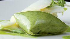La pasta china (won ton) se fusiona con el pilpil vasco dando lugar a un plato antológico, icono de la cocina de fusión española.