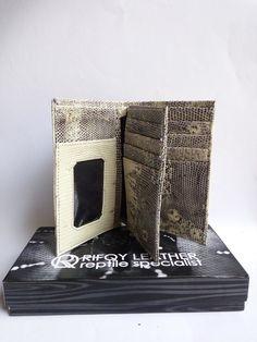 Genuine LIZARD SKIN Leather UNISEX Trifold Wallet WHITE Varanus Elegant Clutch #Bifold #trifold #Wristlet #snakeskin #reptileskin #lizardskin #cobraskin #phytonskin #leathercraft #leather #indonesia #cobra #phyton #lizard #leathergoods #leatherwork #wallet #purse