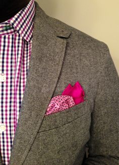 Fucshia pocket square with a patterned shirt and brown jacket. Perfect fall or spring wear. #mensfashion
