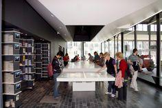 Photos Visit Gent  Base de données photographique de l'OT de Gent. Conference Room, Base, Photos, Design, Home Decor, Photography, Pictures, Decoration Home, Room Decor