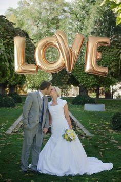 Duże balony, balony love, balony w kształcie love, pomysł na ślub, pomysł na…