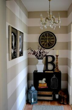 ideas-to-decorate-and-add-decor-to-the-end-of-a-long-hallway-with-painted-stripes-and-accessories-via-the-poor-sophisticate Más