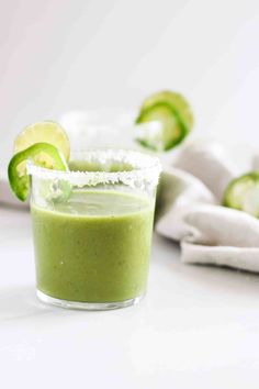 Cool off this summer with blended Mango Matcha Margaritas! Can be made as a cocktail or mocktail. Healthy and delicious green tea recipe! Green Tea Cocktail, Rhubarb Cocktail, Healthy Smoothies, Healthy Drinks, Smoothie Recipes, Drink Recipes, Cucumber Smoothie, Green Tea Recipes, Vegetarian Recipes