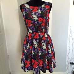 Beautiful forever 21 floral dress Beautiful forever21 floral dress. Skirt is pleated. Neckline is boat neck. Back is a V. Forever 21 Dresses