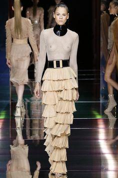 Balmain Spring/Summer 2016 Ready-To-Wear Paris Fashion Week
