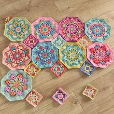 Gorgeous flower cushion pattern to use up your leftover scrap yarn – Artofit Crochet Afgans, Crochet Quilt, Crochet Blocks, Crochet Mandala, Crochet Home, Crochet Motif, Diy Crochet, Crochet Crafts, Yarn Crafts