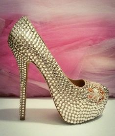 Couture Designer Shoes and Slippers Couture Shoes, Haute Couture Fashion, Couture Dresses, Fashion Shoes, Fashion Outfits, Fashion Tips, Fashion Design, Couture Trends, Crystal Shoes