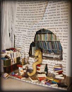Dig into Reading display idea.Bookworm love this idea ! how many other animals dig? I Love Books, Books To Read, My Books, Quentin Blake, Reading Display, Reading Library, Reading Nook, Book Sculpture, Library Displays