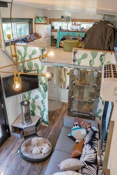 In a Tiny House Where do you even put your clothes? For our home we utilize t Tiny House Ideas Clothes Home House put Tiny utilize Tiny House Builders, Tiny House Nation, Tiny House Trailer, Tiny House Plans, Small Room Design, Tiny House Design, Tiny House Living, Home Living Room, Tiny House Closet