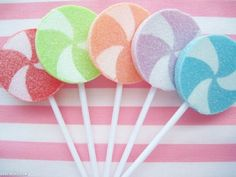 Lollipops girly candy pretty pastel swirls lollypop thinking about adding lollipops to the cupcake and polka dot idea. Big Lollipops, Suckers, Lollipop Decorations, Sugar Glitter, Make My Day, Candy Theme, Candy Party, Small Christmas Trees, Christmas Ideas
