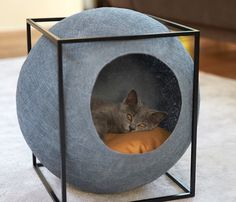 Let your cat cuddle up in the highest fashion with Meyou, classy furniture for your cat.