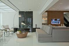 Apartamento Tendence Campo Belo II (Duplex 300 m²) / Patricia Kolanian Pasquini @kolanianpasquin #living #decor #fireplace #lareira