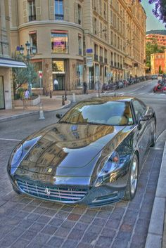 Ferrari California with mirrored finish looking ever so invisible