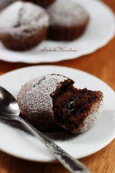 Arabeska : Babeczki z czekoladowym środkiem Cake Pops, Food And Drink, Pudding, Cupcakes, Sweets, Cookies, Breakfast, Desserts, Food Heaven