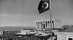 1953'te Anıtkabir'deki ebedî istirahatgâhına defnedildi.