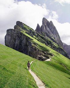 Seceda, Italy mountain top walk. Photographer @elliotgrafton #mountains #mountain #italy #italytravel #travel #secedaitaly #seceda #travelideas #traveltips