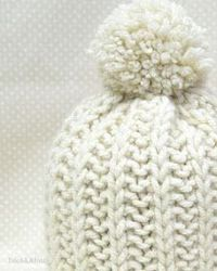 Sempre me perguntam se tenho alguma receita de gorro. E fico matutando em fazer algo que seja simples de fazer mas que também tenha u... Crochet Cap, Crochet Shawl, Knit Beanie, Baby Hats, Baby Knitting, Knitted Hats, Free Pattern, Winter Hats, Handmade