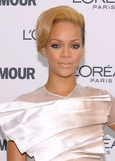 Rihanna Side Parted Straight Cut - The 'Rated R' singer sported honey-hued short hairstyle with her structured ensemble. Her hair was side-parted and softly waved to create an elegant face-framing look.