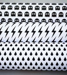 Free Printable Black & White Halloween Gift Wraps by Mini-eco
