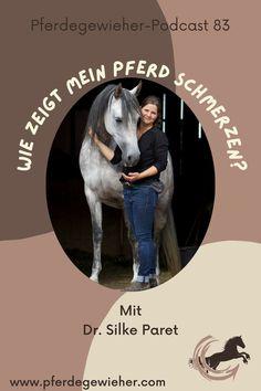 Pferde haben ja bekanntlich keine Schmerzenslaute. Dadurch kann es manchmal schwierig sein, zu erkennen, wann ein Pferd unter Schmerzen leidet. Gerade chronische Schmerzen sind oft nur an minimalen Veränderungen in der Mimik des Pferdes zu erkennen. Woran genau man Schmerzen beim Pferd erkennt erklärt Tierärztin Dr. Silke Paret in Episode 83 unseres Pferdepodcasts. #schmerzenbeimpferd #gesundespferd #krankespferd #pferdeverhalten #pferdegewieher #podcastpferd Movie Posters, Horse Feed, Chronic Pain, Facial Expressions, Vet Office, Horseback Riding, Round Round, Film Poster, Billboard
