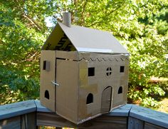 Cardboard Dollhouse: no template or directions, but a great model for how to use all of the boxes we bring home from Costco and turn them into fun toys! Play Houses, Art Houses, Doll Houses, Projects For Kids, Crafts For Kids, Hot Dog Restaurants, Cardboard Dollhouse, Table Tents, Kids Growing Up