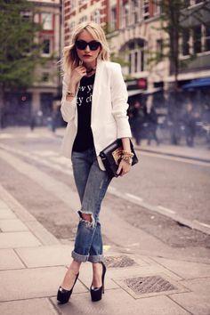 Fall - street & chic style - black & white look - white blazer + boyfriend jeans + black t shirt + black pumps + golden accessories