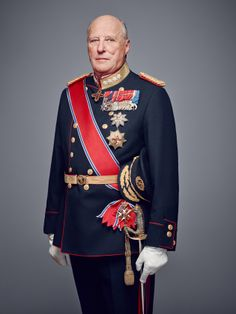 kongehuset.no:  The Norwegian Royal Court released new photos of the Royal Family, 2016-King Harald will mark 25 years on the throne, January 17, 2016