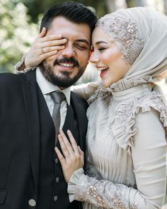 You will find different rumors about the real history of the marriage dress; tesettür First Narration; Hijabi Wedding, Muslimah Wedding Dress, Muslim Wedding Dresses, Cute Muslim Couples, Romantic Couples, Wedding Couples, Muslim Girls, Bridal Hijab, Wedding Couple Poses Photography