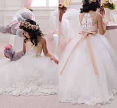 2016 Champagne and Ivory Flower Girls' Dresses Beaded Lace Appliques Flowers Vintage Wedding Bridal Party Evening Gowns First Communion Wear