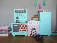Juguetes de madera de ME FALTA CLOE. Cocina y nevera verde agua, y lavadora rosa. Cajas de colores variados. Información en: mefaltacloe@hotmail.com https://www.facebook.com/MeFaltaCloe