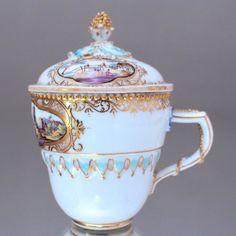 Meissen: Deckeltasse mit Kauffahrtei Szenen, Perlschnüren, Tasse, Marcolini cup, lidded cup, merchants scenes, strings of pearls