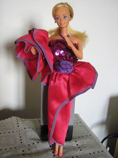 Dream Date Barbie is from 1982.  One of my favorite #Barbie outfits ever.  My cousin had this one.