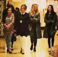Let's stick together: Perrie Edwards was spotted shopping with her fiancé Zayn Malik's mother and his two sisters in London on Monday Daily Mail Celebrity, Celebrity Style, Zayn Malik Mother, The Way He Looks, London Today, Perrie Edwards, Go Shopping, Couple Goals, Fur Coat