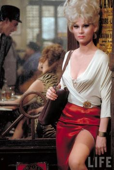 """Beautiful Color Pictures from Classic Film """"Irma la Douce"""" (1963)"""