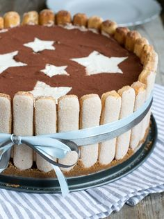 Tiramisutaart - Charlotte tiramisutaart   Brenda Kookt! Charlotte Tiramisu, Charlotte Cake, Köstliche Desserts, Delicious Desserts, Yummy Food, Cake Cookies, Cupcake Cakes, Sweet Pie, Pie Cake