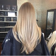 Discovered by imathea. Find images and videos about hair, beauty and blonde on We Heart It - the app to get lost in what you love. Blonde Hair Looks, Brown Blonde Hair, Blonde Honey, Honey Hair, Curly Blonde, Ombre Hair, Balayage Hair, Honey Balayage, Brown Balayage