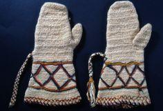 Nalbound mittens, Rautjärvi, Finland. Prior to 1893. Lenght 34 cm, width 7-18 cm.
