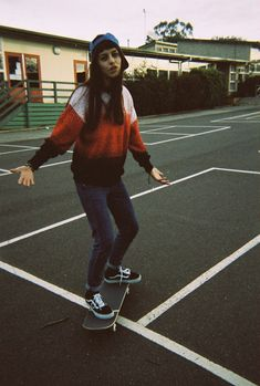 skate girl                                                                                                                                                                                 Mais