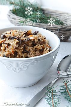 What to prepare for the Polish Christmas Eve (Wigilia) WIGILIA (pronounced vee-ghee-lee-ah) is the traditional supper composed of 12 dishes, prepared in Poland for the evening of December – the Christmas Eve. Name of this special feast in th… Polish Christmas, Christmas Dishes, Christmas Appetizers, Christmas Stuff, Heritage Recipe, Christmas Eve Dinner, Christmas Carol, Spareribs, Polish Recipes