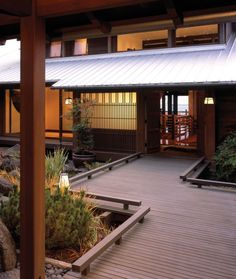 Modern Japanese House Style Design Essential Things to Decorate Japanese Style Homes Japanese Style House, Traditional Japanese House, Japanese Interior Design, Japanese Modern, Japanese Homes, Asian Architecture, Architecture Design, Unique House Design, Modern Design
