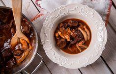 Μοσχάρι με μανιτάρια πλευρώτους και σάλτσα Πορτ Chicken Wings, Meat, Cooking, Food, Kitchen, Kochen, Meals, Yemek, Brewing