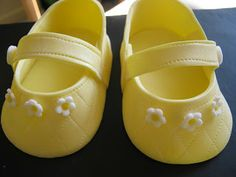 Annie's Appetite: Making Gumpaste Baby Shoes Fondant Baby Shoes, Cake Topper Tutorial, Cake Toppers, Shoe Template, Dessert Decoration, Baby Sandals, Baby Shower Cakes, Baby Cakes, Fondant Figures