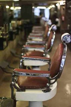 ee01164126f Gentleman clean Barber Shop Vintage